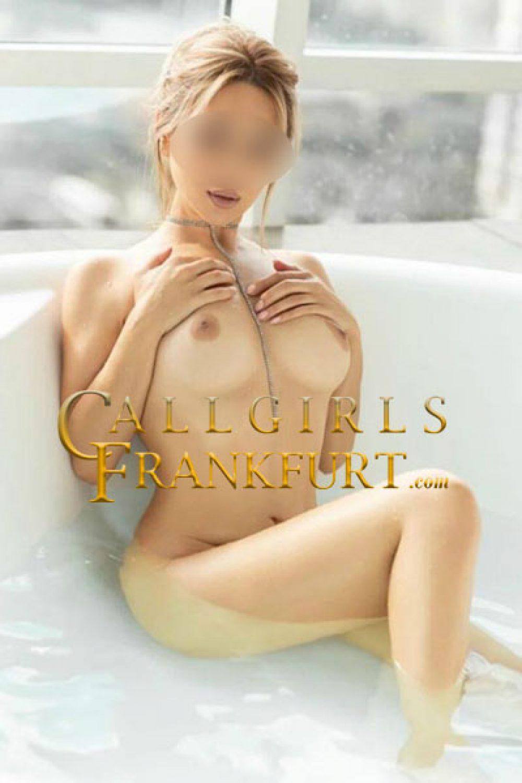 Teen girls in Frankfurt
